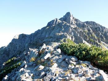 44_南岳の岩壁.jpg