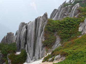 _16巨大な石のオブジェ.jpg